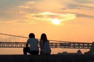 結婚生活 不安 収入 画像